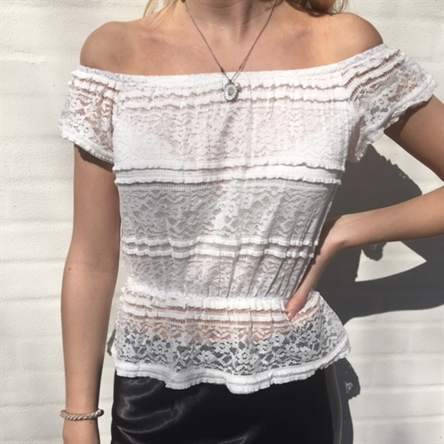 Lela top off white
